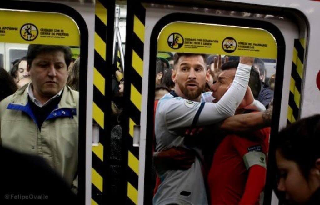 Messi chocó con Gary Medel y ambos terminaron expulsados. La situación llevada a un subte en hora pico es simplemente genial.