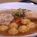 plato con sopa y verduras